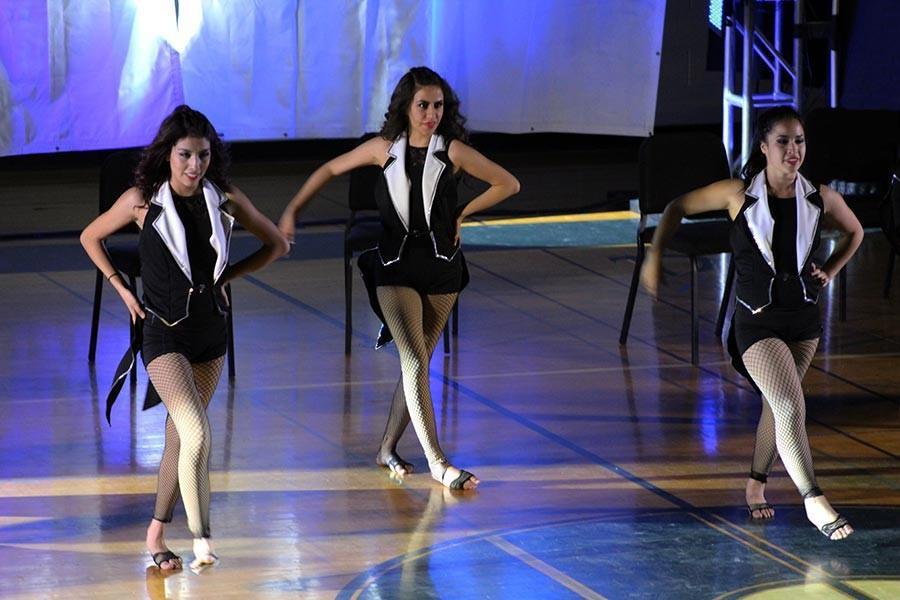 Entrelace dances to Burlesque  Express.