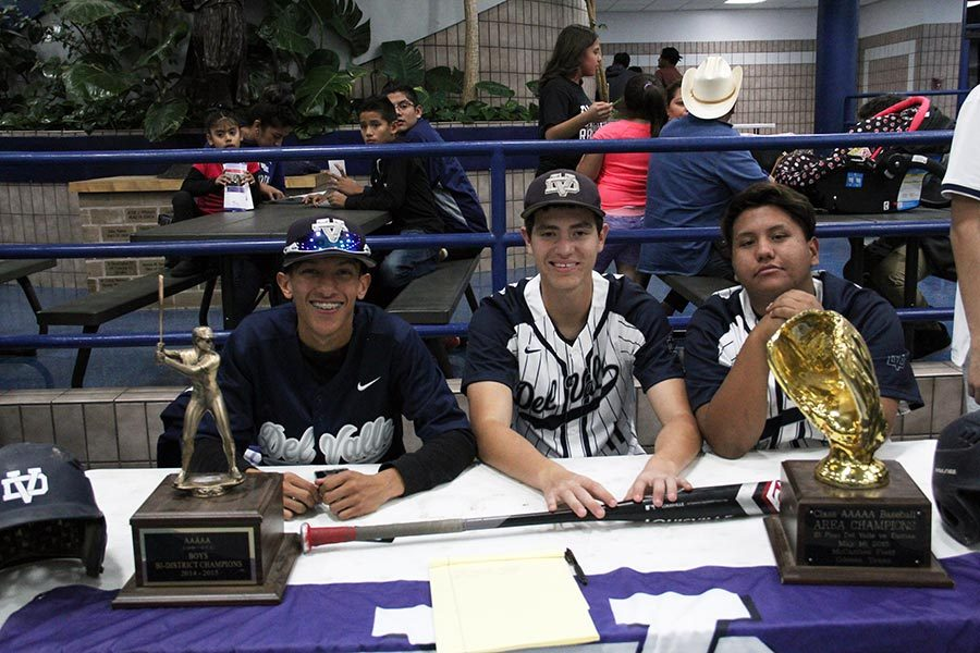 Baseball+team+members+Alejandro%2C+Andrew+and+Guerrero+recruit+incoming+freshmen+to+the+baseball+team.