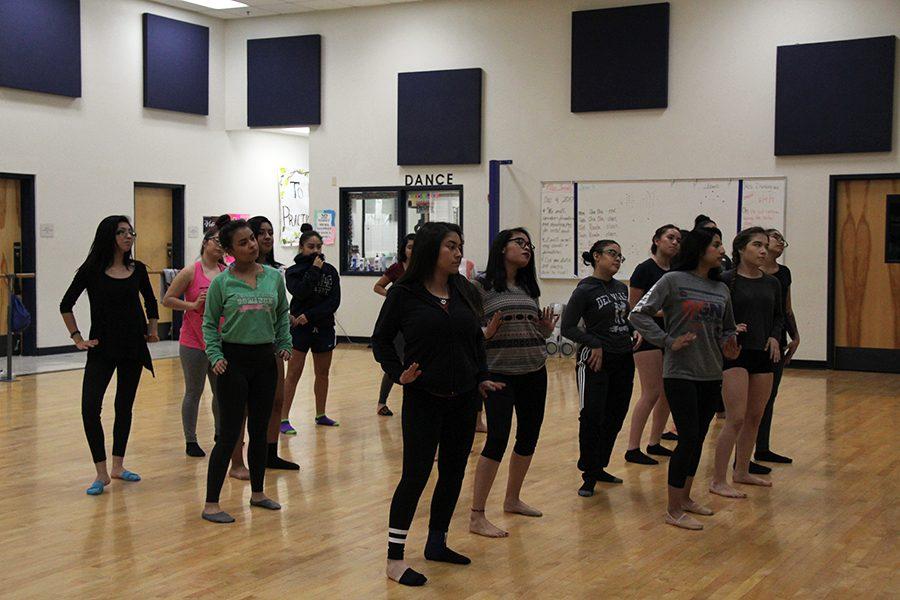 Level+3+dancers+practice+for+recital+set+for+Dec.+16.+