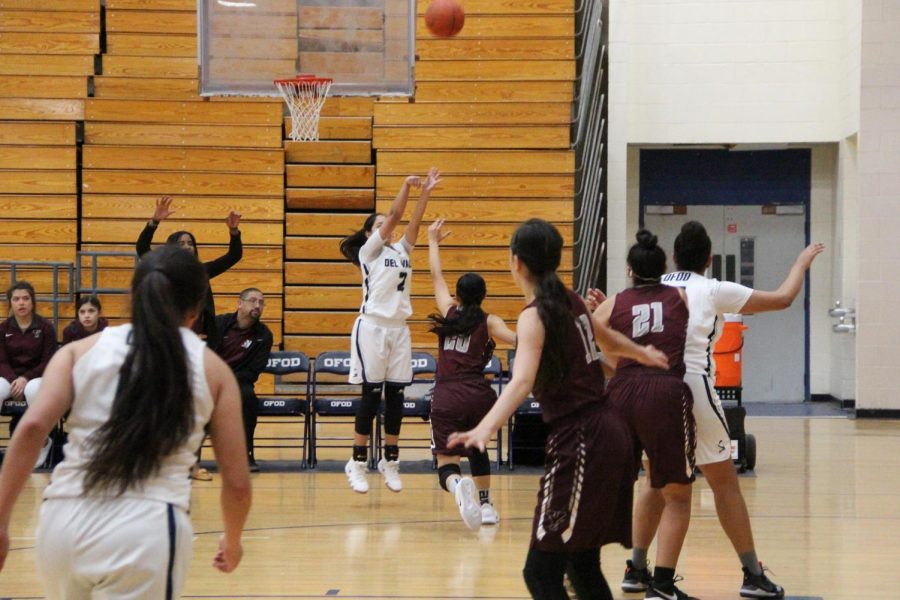Point+guard+Adryan+aims+for+the+first+shot+of+the+game+against+Ysleta+High+School.
