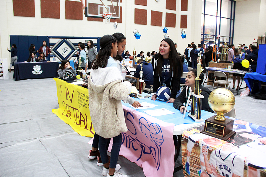 Volleyball players Priscilla and Evelyn convince incoming students from Alicia Chacon to sign up for the volleyball team next year.