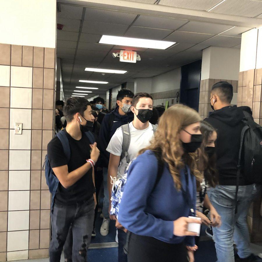 Students wear masks in spite of Abbotts ban of masks in schools.